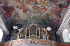Organe dans notre église de Madame à Aschaffenburg, Allemagne image libre de droits