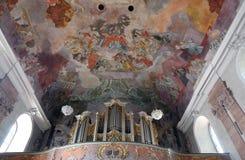 Organe dans notre église de Madame à Aschaffenburg, Allemagne photos stock