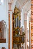 Organe de tuyau de cathédrale dans l'intérieur images libres de droits