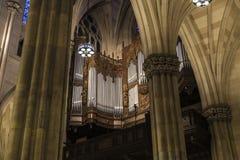 Organe de tuyau dans la cathédrale de St Patrick à Manhattan, New York City, Etats-Unis photos stock