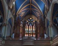 Organe de tuyau dans le sanctuaire de la cathédrale de Notre-Dame à Ottawa images libres de droits