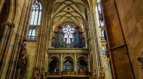 Organe de tuyau de saint Vitus Cathedral, une cathédrale métropolitaine catholique à Prague photos libres de droits
