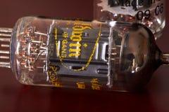 Organe de vintage de tube électronique sur le bois B de cerise photos libres de droits