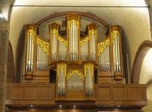 Organe en église de San Babila photographie stock