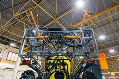 Organes mobiles de nouveau pulvérisateur agricole moderne dans l'entrepôt photos libres de droits