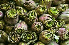 Organic artichoke market Stock Photos