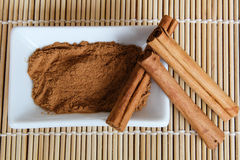 Organic cinnamon powder and sticks Royalty Free Stock Photography