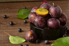 Organic fresh plums Royalty Free Stock Photography