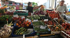 Organic fruit market in Italy Royalty Free Stock Photos
