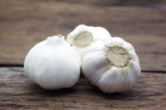 Organic garlic whole and cloves stock photography