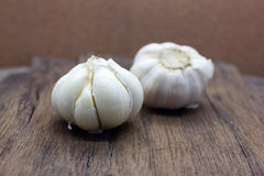 Organic garlic whole and cloves royalty free stock image