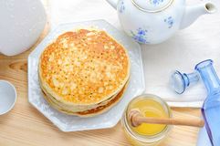 Organic honey and pancakes Royalty Free Stock Images