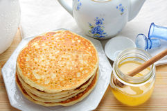 Organic honey and pancakes Stock Photography