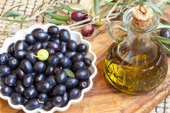 Organic olives with olive oil decoration Royalty Free Stock Photos