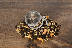 Organic tea leaves with infuser ball Royalty Free Stock Images