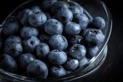 Organico antiossidante del mirtillo in una ciotola fotografia stock