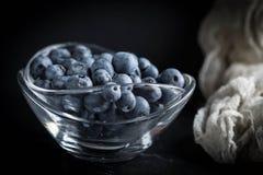 Organico antiossidante del mirtillo in una ciotola immagine stock libera da diritti