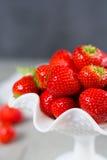 Organicznie świeża truskawka Czerwona truskawka i okwitnięcie truskawka Obrazy Royalty Free