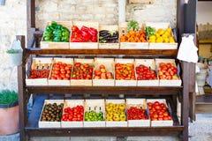 Organicznie świezi pomidory od śródziemnomorskich rolników wprowadzać na rynek w Gree Obrazy Stock