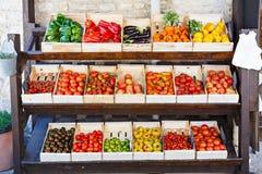 Organicznie świezi pomidory od śródziemnomorskich rolników wprowadzać na rynek w Prov Zdjęcia Stock