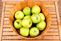 Organicznie babcia kowala jabłko Fotografia Stock