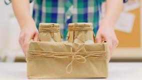 Organicznie dojnych nabiału gospodarstwa rolnego foods doręczeniowe butelki boksują zbiory