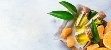 Organicznie istotny tangerine, mandarynka, clementine olej fotografia stock