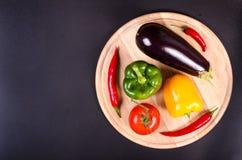 Organicznie kalafior, papryka i kabaczek na drewnianym, Obraz Stock