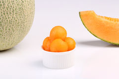 Organicznie kantalupa melon odizolowywający na białym tle obrazy stock