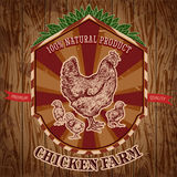 Organicznie kurczaka gospodarstwa rolnego rocznika etykietka z karmazynką z kurczątkami na grunge tle Obraz Royalty Free