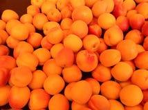 Organicznie owoc przy rolnika rynkiem Obrazy Royalty Free