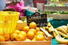 Organicznie pomarańcze od śródziemnomorskich rolników wprowadzać na rynek w Provence, F Fotografia Stock