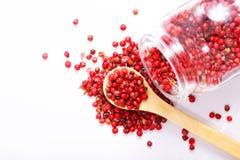 Organicznie Różowy Peppercorn na bielu Obrazy Royalty Free