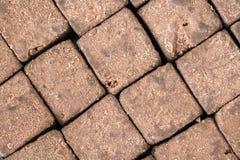 Organicznie surowy cacao deseniowej motyw tekstury odgórny widok - smakowici zdrowi cukierków sześciany - Obrazy Stock