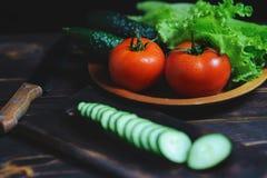 Organicznie wiosek warzywa na drewnianym tle zdjęcie royalty free