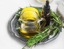 Organicznie ziołowy olej, naturalny ciało i skincare produktów ustawiać, obrazy stock