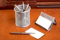 Organisatörservice för papperen och penna Arkivfoton