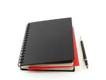 Organisateur et crayon de carnet sur le fond blanc Image libre de droits