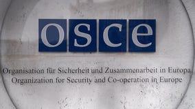 Organisatie voor Veiligheid en Samenwerking in het embleem OVSE Hofburg Wenen van Europa stock footage