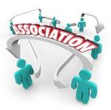 Organisation de club de groupe de flèches de personnes reliée par Word d'association Photographie stock