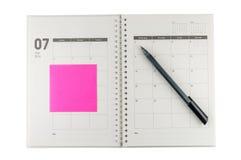 Organisator Juli-2014 mit Stift u. Haftnotiz. Lizenzfreies Stockbild