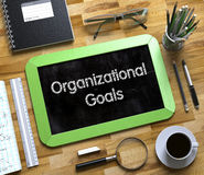 Organisatorische Ziele - Text auf kleiner Tafel 3d Lizenzfreies Stockbild