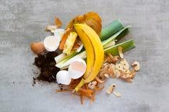 Organisch afval om compost te maken royalty-vrije stock afbeeldingen