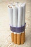 Organisch Gekweekte Sigaretten Royalty-vrije Stock Foto's