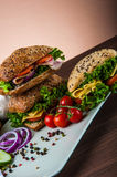 Organisch, gezond voedsel met sandwich Stock Afbeeldingen