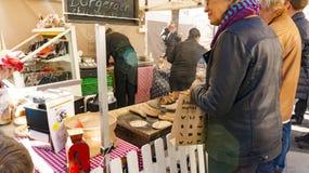 Organisch Noors worsten en vlees bij de landbouwers` s markt Royalty-vrije Stock Foto