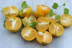 organische achtergrond van sinaasappel Het concept gezonde dranken, exemplaarruimte, close-up stock afbeeldingen