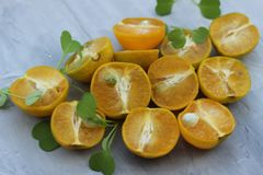 organische achtergrond van sinaasappel Het concept gezonde dranken, exemplaarruimte, close-up royalty-vrije stock afbeelding