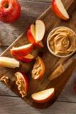 Organische Appelen en Pindakaas stock foto's