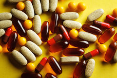 Organische dieetbehandeling, vitaminecapsules Royalty-vrije Stock Afbeelding